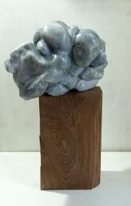 LE PASSEUR - Albâtre - Sculpture 28x42x28x30 cm - Socle bois H34xL22xL13 cm - Poids 22kg